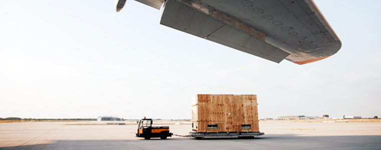air freight pallet under wing